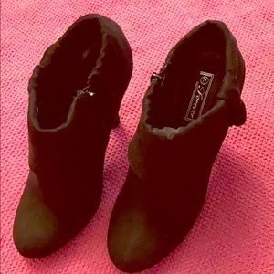 Forever Booties Size 7.5 Black Suede